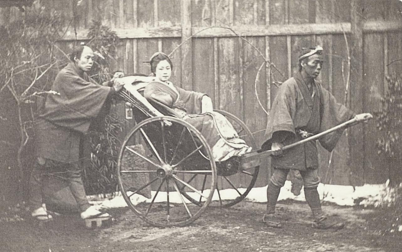 Рикши с пассажиркой
