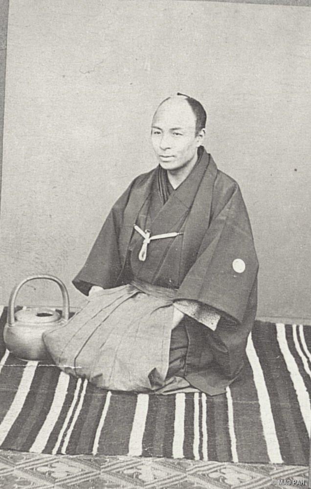 Портрет устроителя чайной церемонии в традиционном костюме
