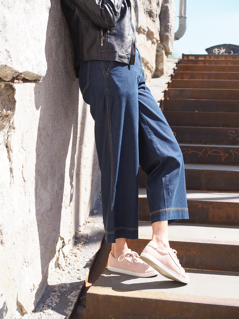 Housukauppa Business Woman leveälahkeiset cropatut keveät farkut