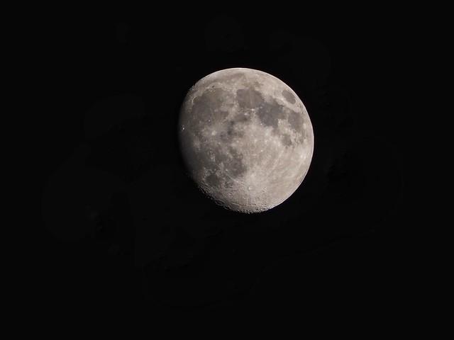 Moon 22.34 Sunday 23 May 2021