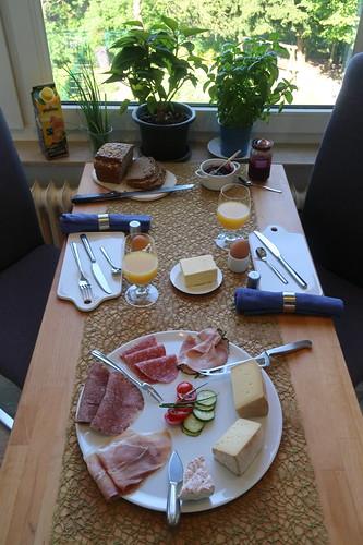 Frühstück am Pfingstmontag