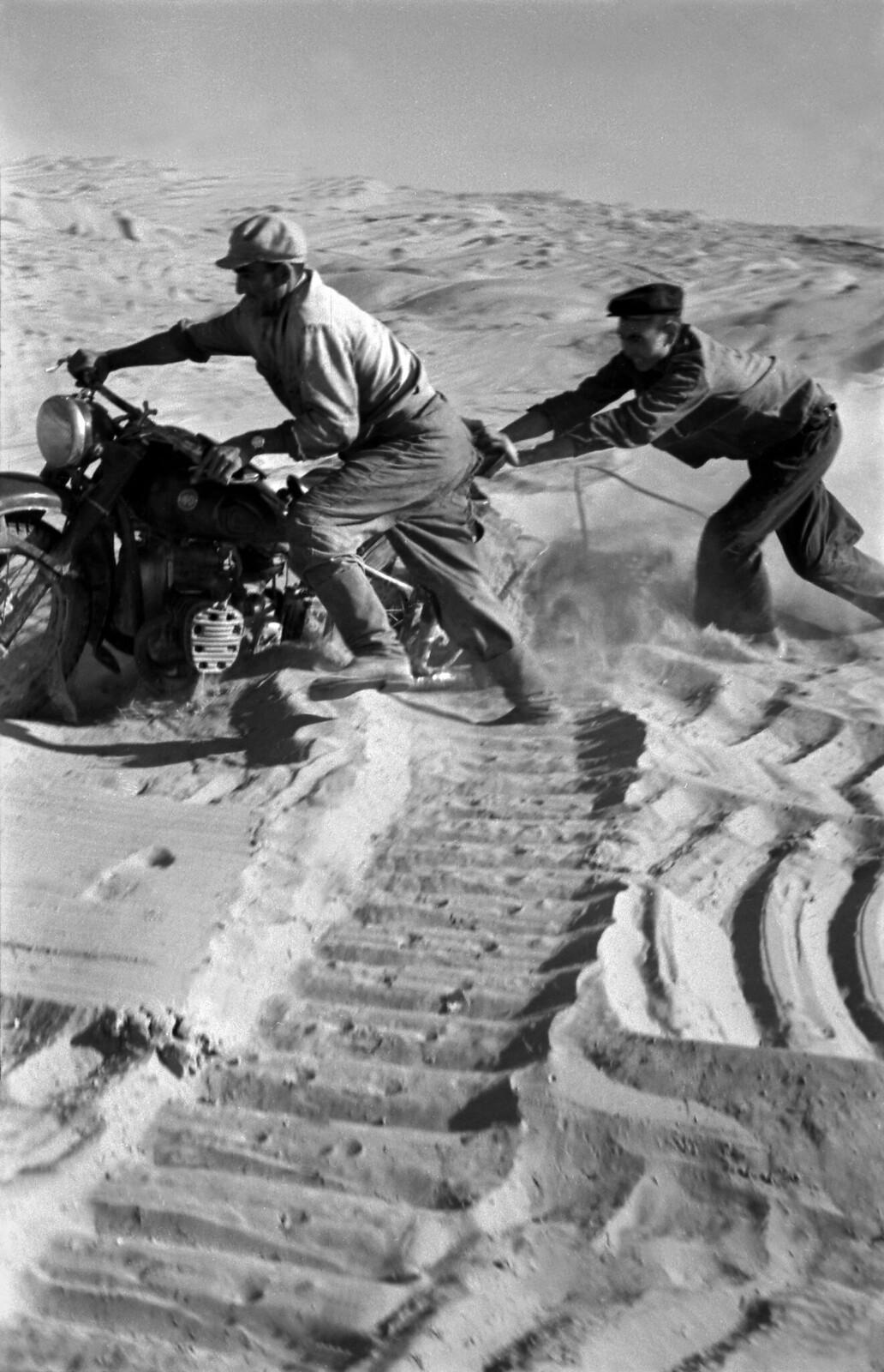 1960.  В пустыне Каракумы