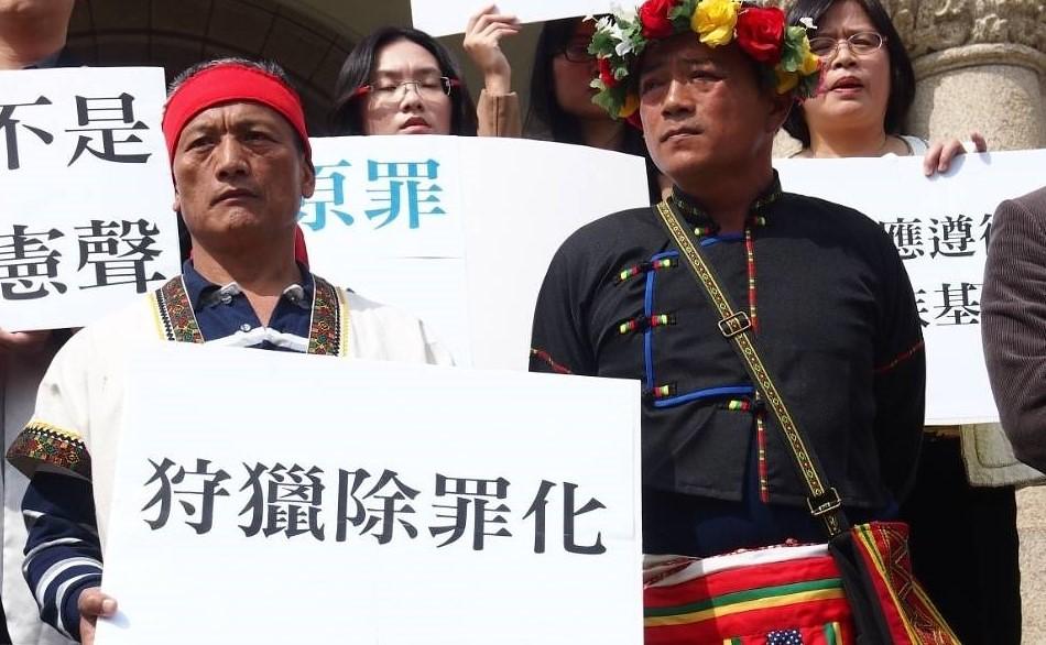 2多年來,潘志強與布農族獵人王光祿(族名:Talum Suqluman),為去除原民狩獵污民而奔命。圖片來源:潘志強提供。