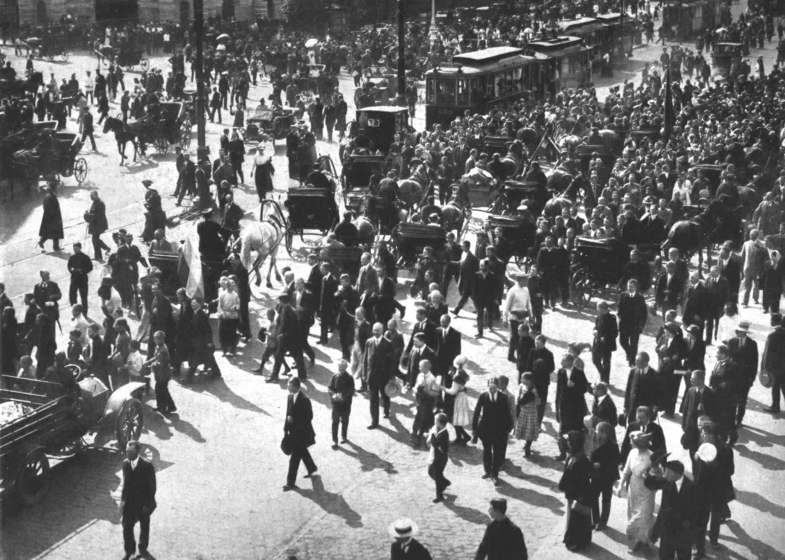1914. Невский проспект в день объявления войны