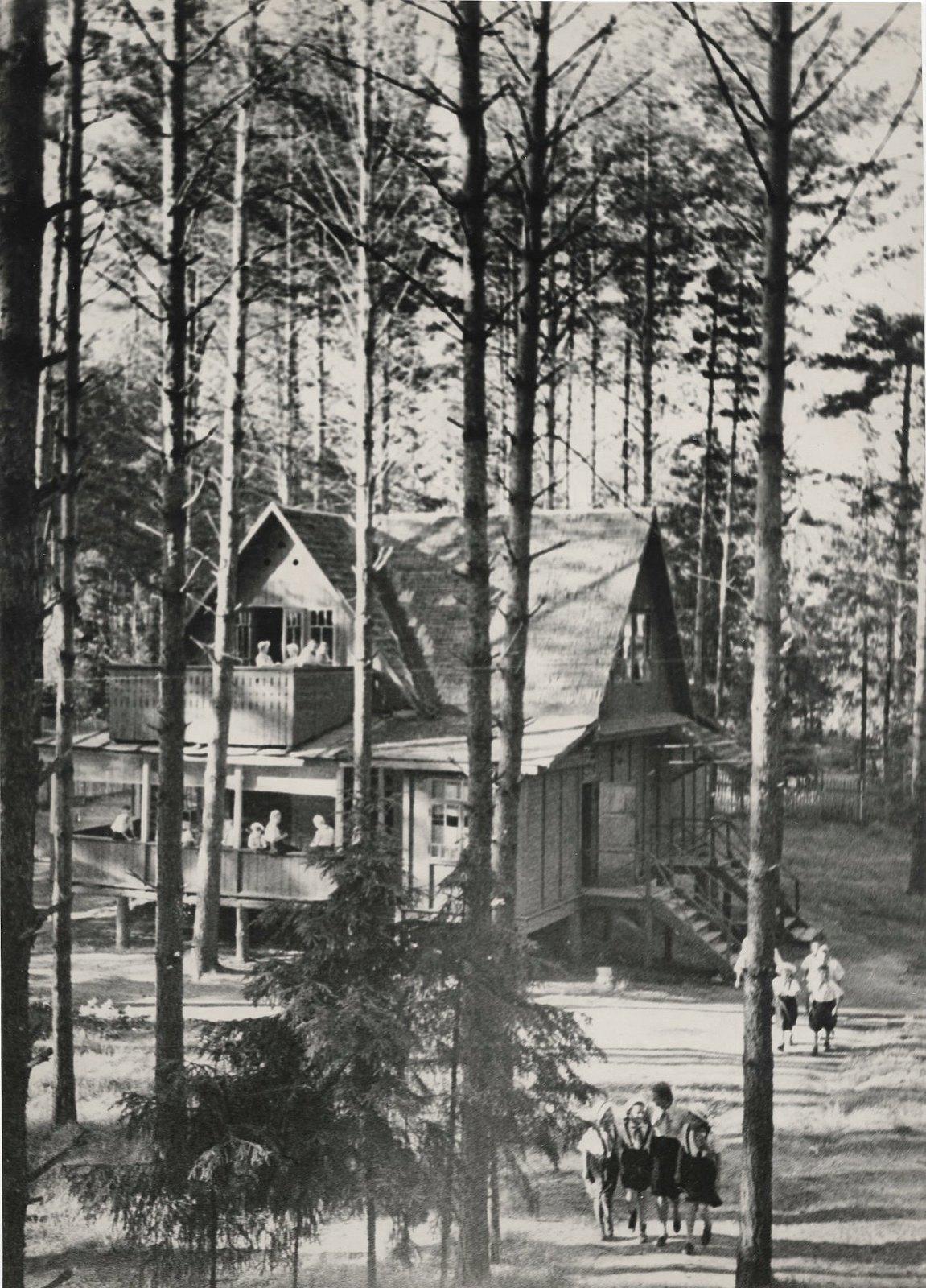 1937. В пионерском лагере