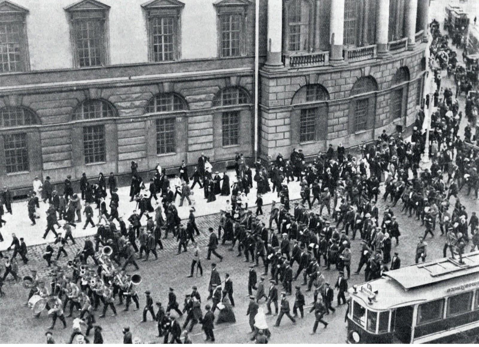 1914. Запасные отправляются на приёмный пункт. 20 июля