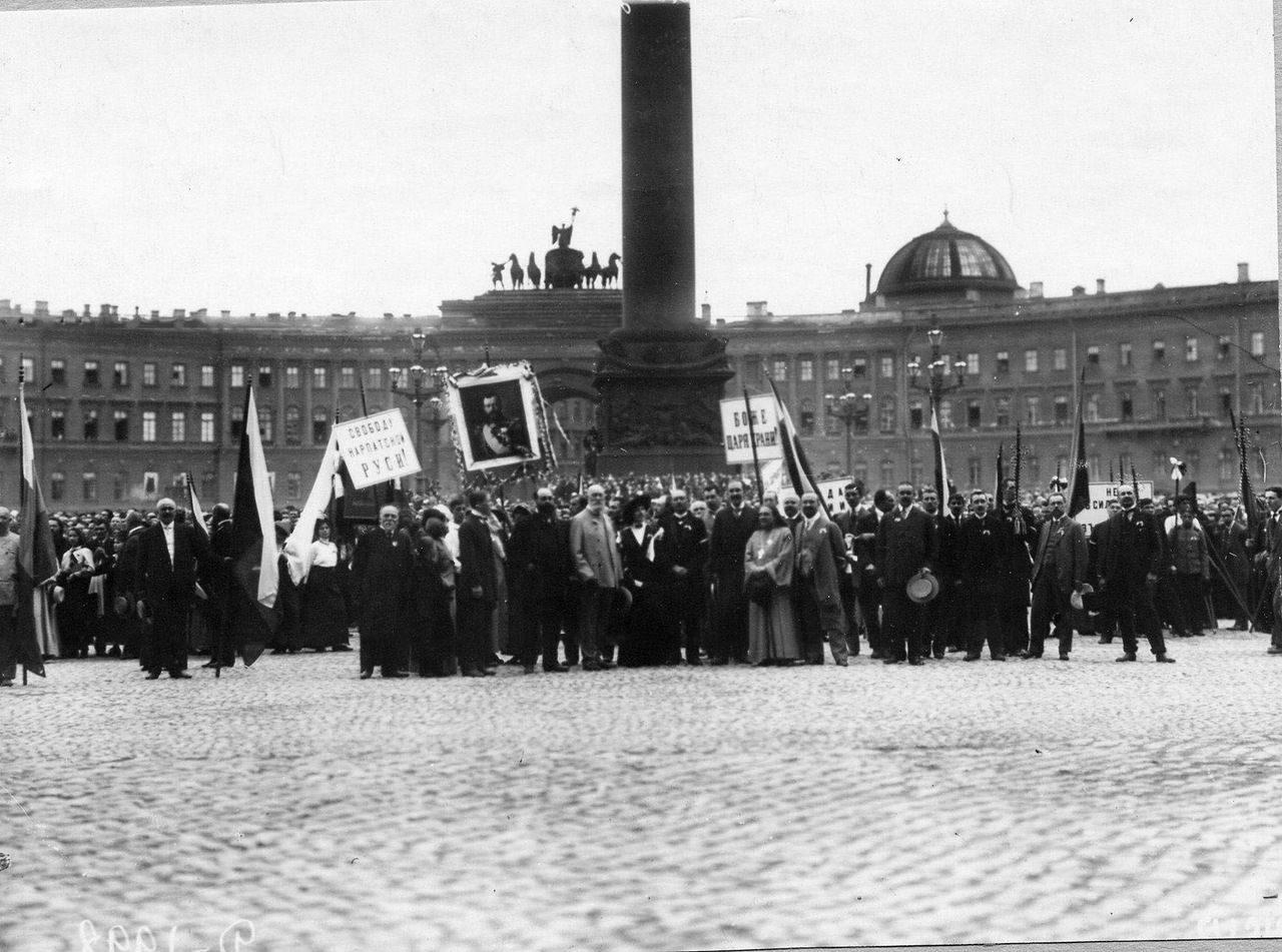 1914. Манифестация на площади Зимнего Дворца