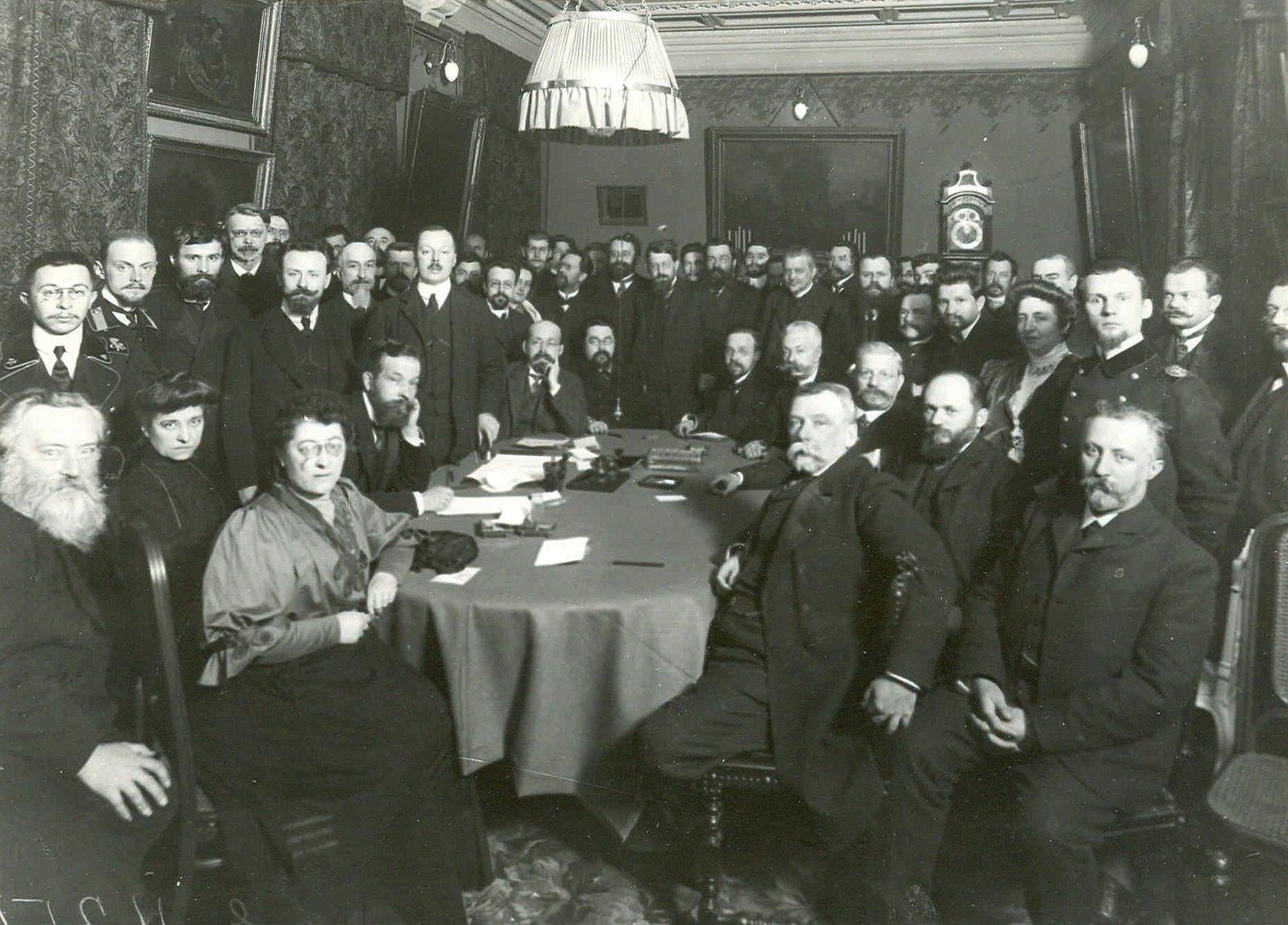 1907. Собрание актива Кадетской партии в доме В. Д. Набокова (Б. Морская ул., 47) накануне открытия Второй Государственной Думы