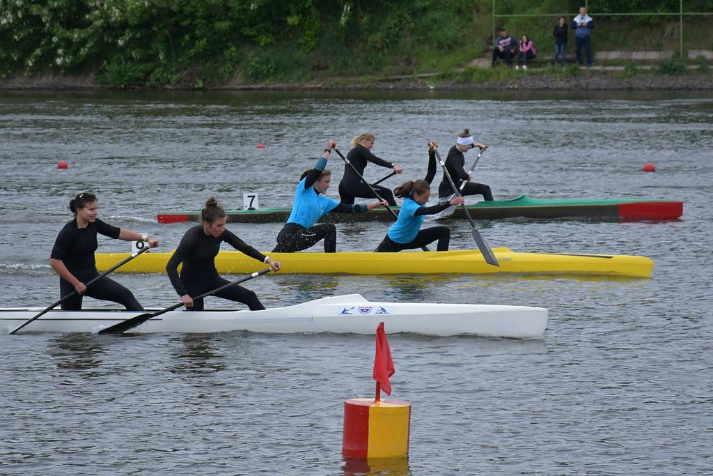 Fiatal versenyzők a Holt-Tiszán