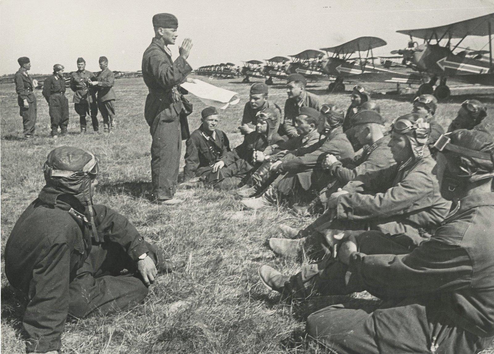 1938. На аэродроме
