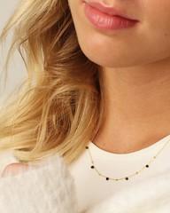 '   💎 Wie gefällt euch unsere filigrane Halskette '5 Gems' aus plattiertem Messing mit 5 kleinen Edelsteinen? 😍 Ein schlichtes Schmuckstück, das durch eine sehr filigrane Verarbeitung bestens mit anderen Ketten zu vielen verschiedenen
