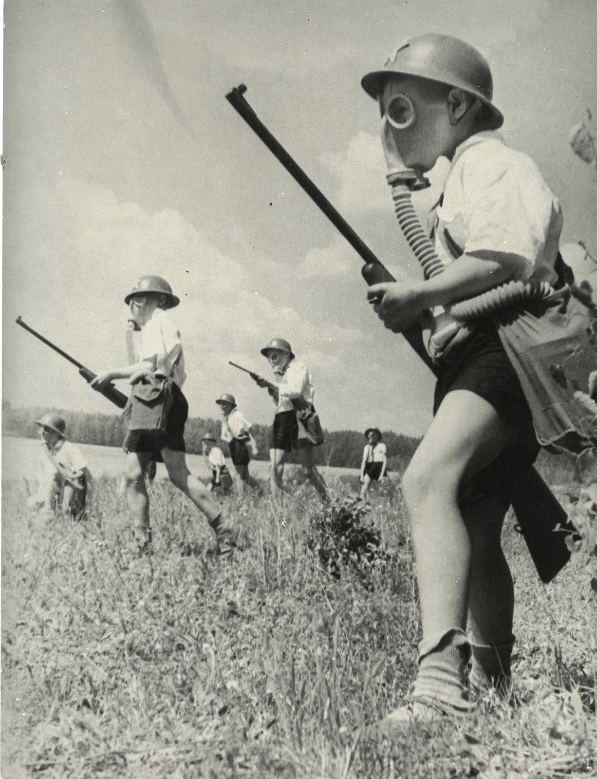 1937. Военная игра