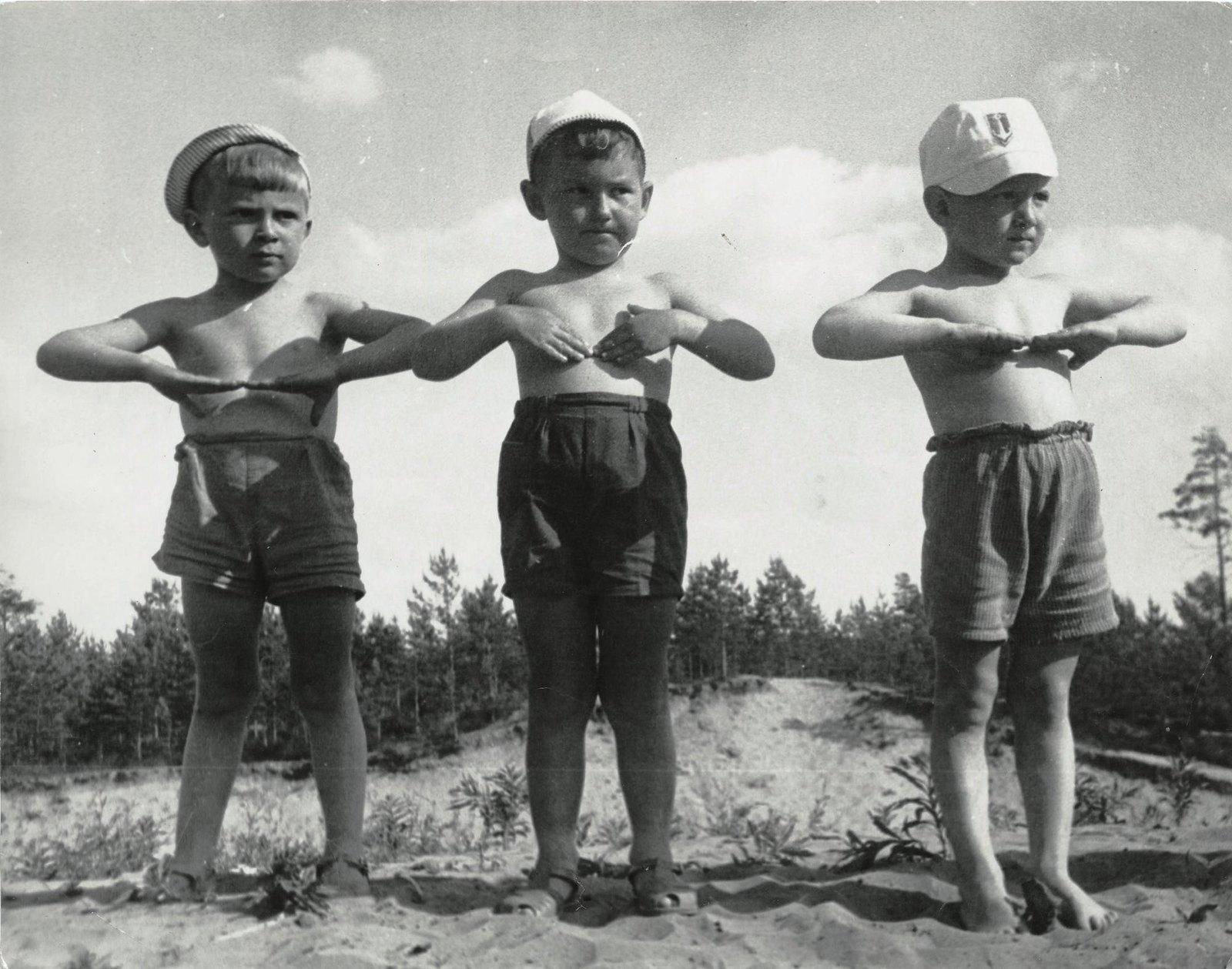 1937. Детсад. Зарядка