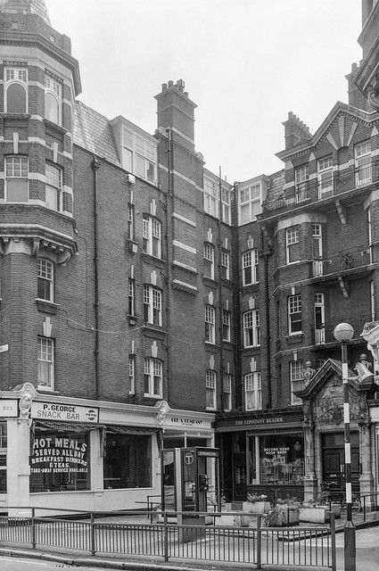 Shops, King Edwards Mansions, 629, Fulham Road, Fulham, 1990, Hammersmith & Fulham, 90-6c-23