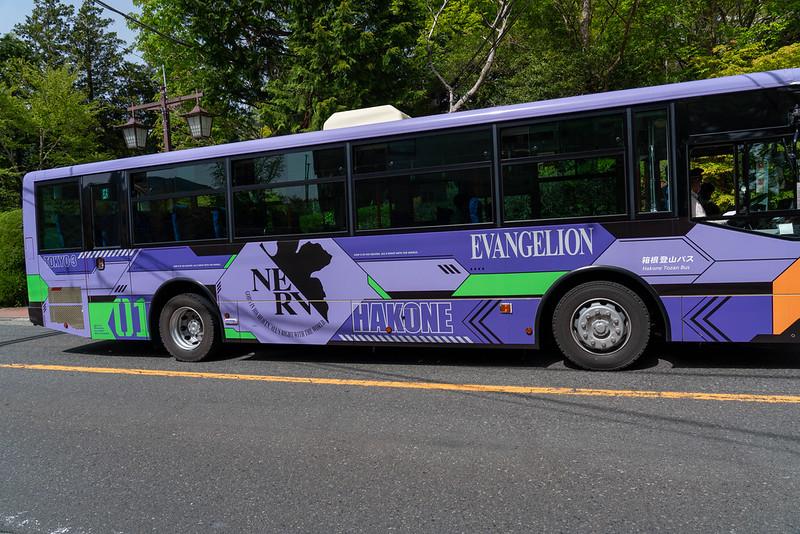 箱根のエヴァンゲリオン初号機バス