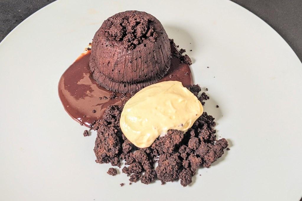 Melting chocolate pudding, vanilla cream