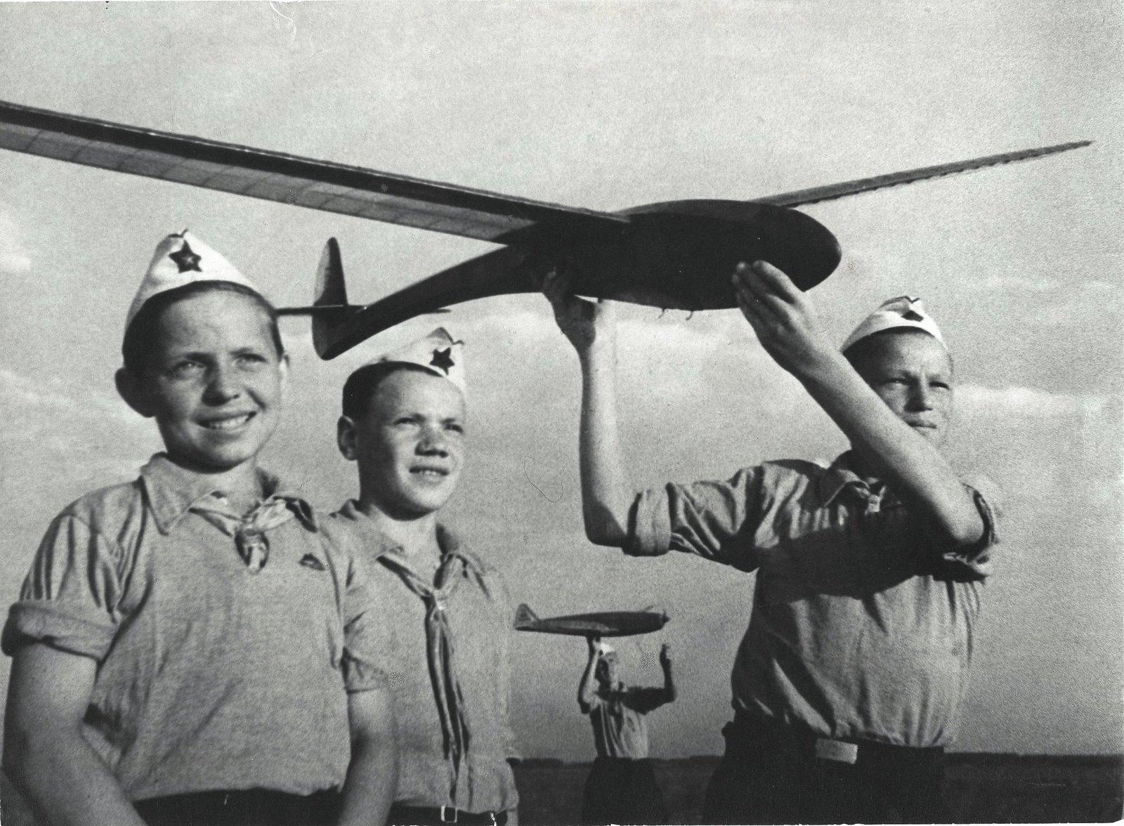 1937. Планеристы