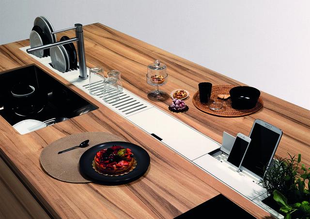 Les plateaux et égouttoirs intégrés dans le comptoir de cuisine 2021 sont géniaux!