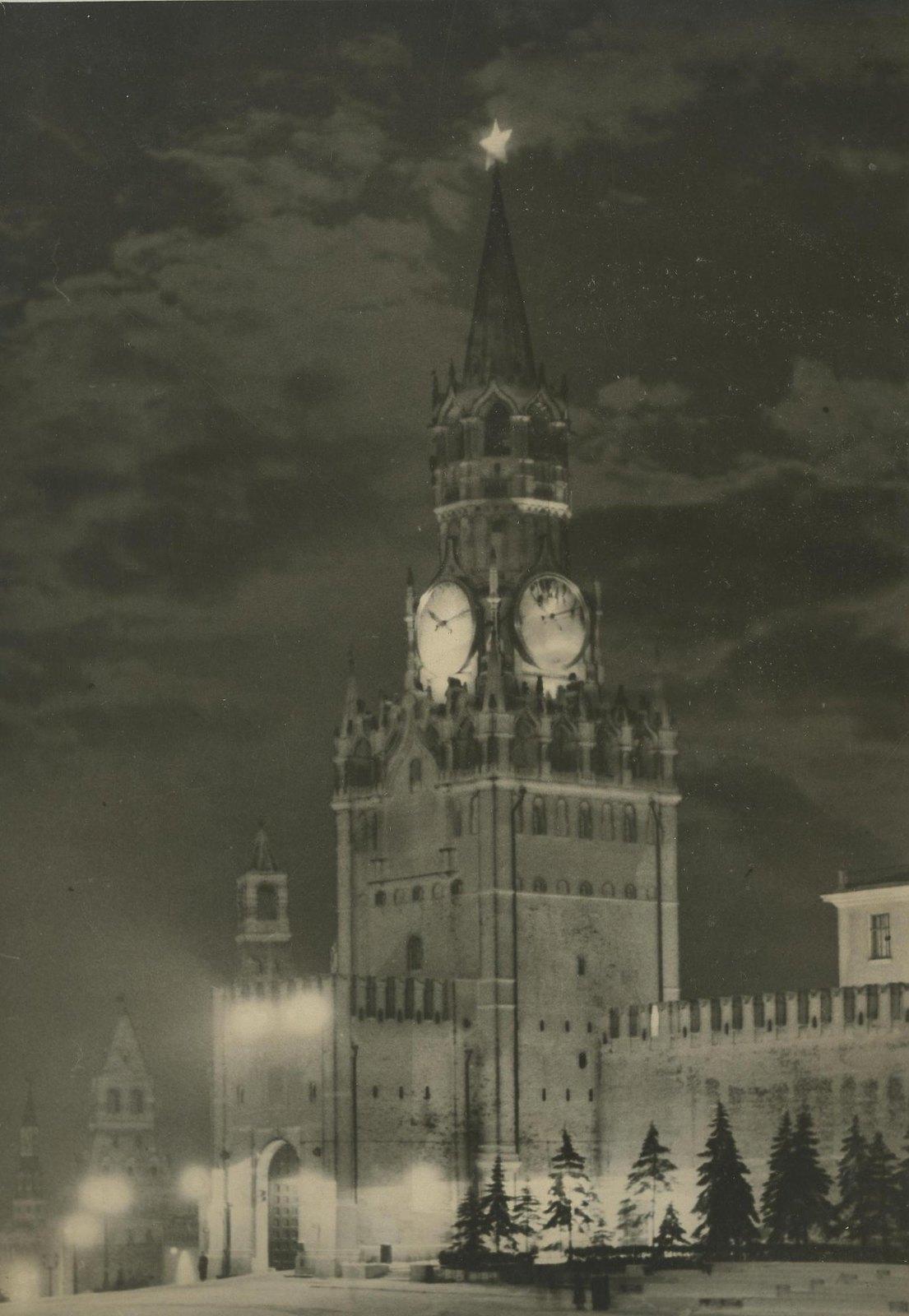 1940-е. Спасская башня ночью