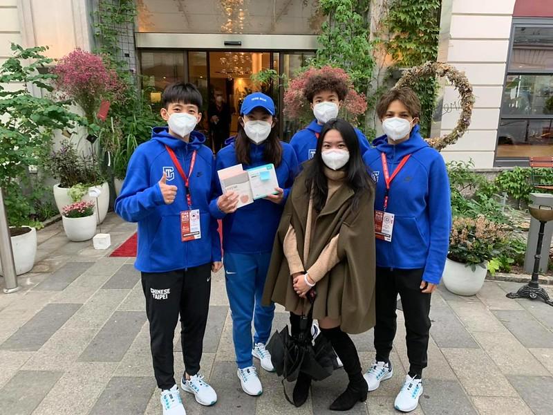 台灣留學生溫馨贈送口罩。(圖/錢薇娟提供)