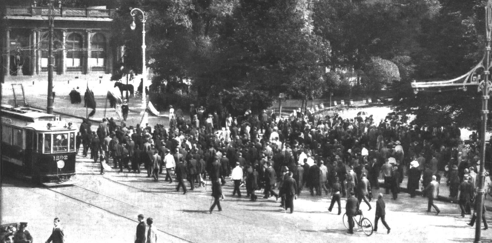 1914. Уличные патриотические манифестации на Невском проспекте