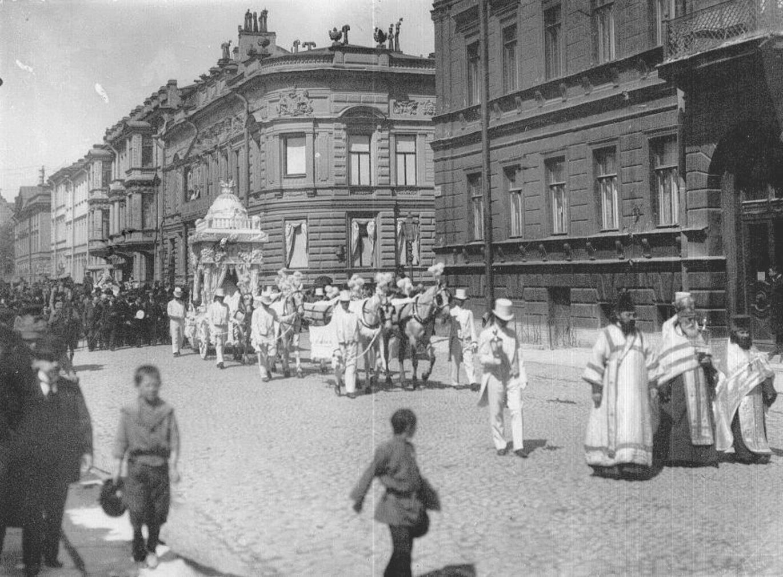 1914. Похоронная процессия на Конногвардейском переулке
