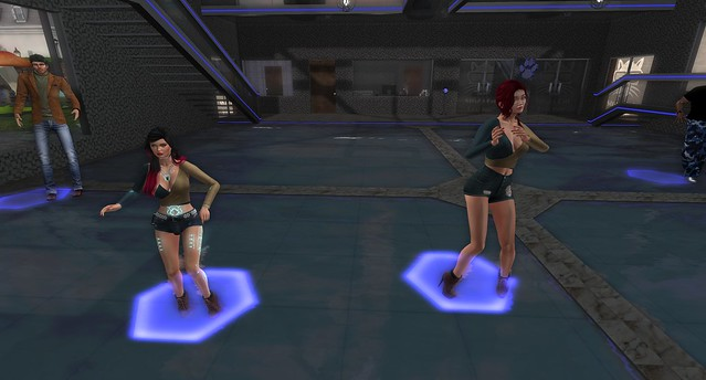 Trasee and Mia, Fashion Twins.