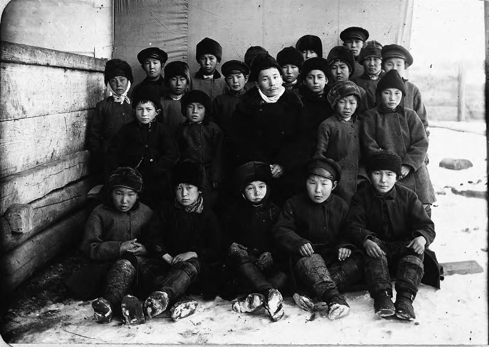 Якутск. Ученики приходской школы. (2)