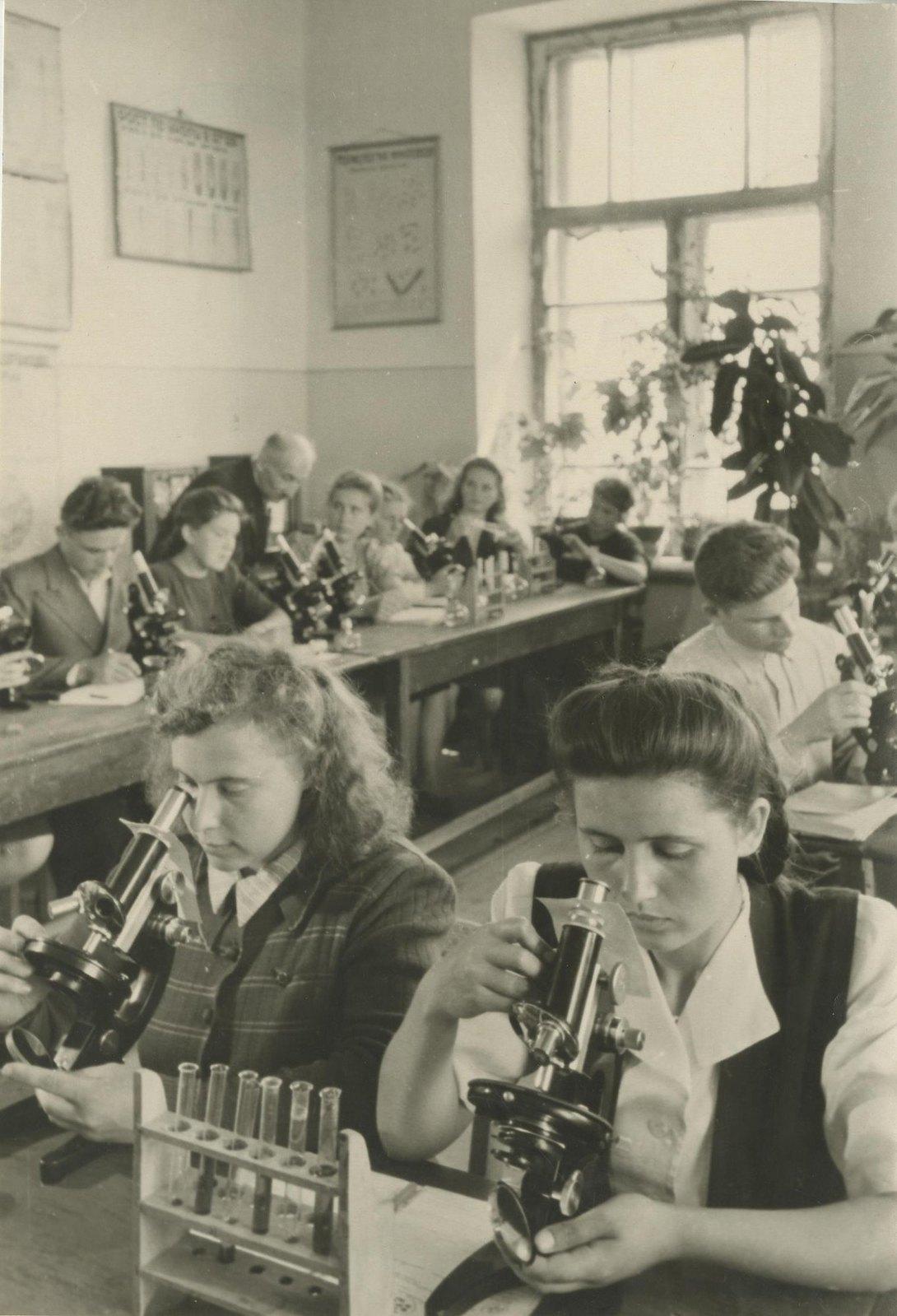 1940. В учебной аудитории