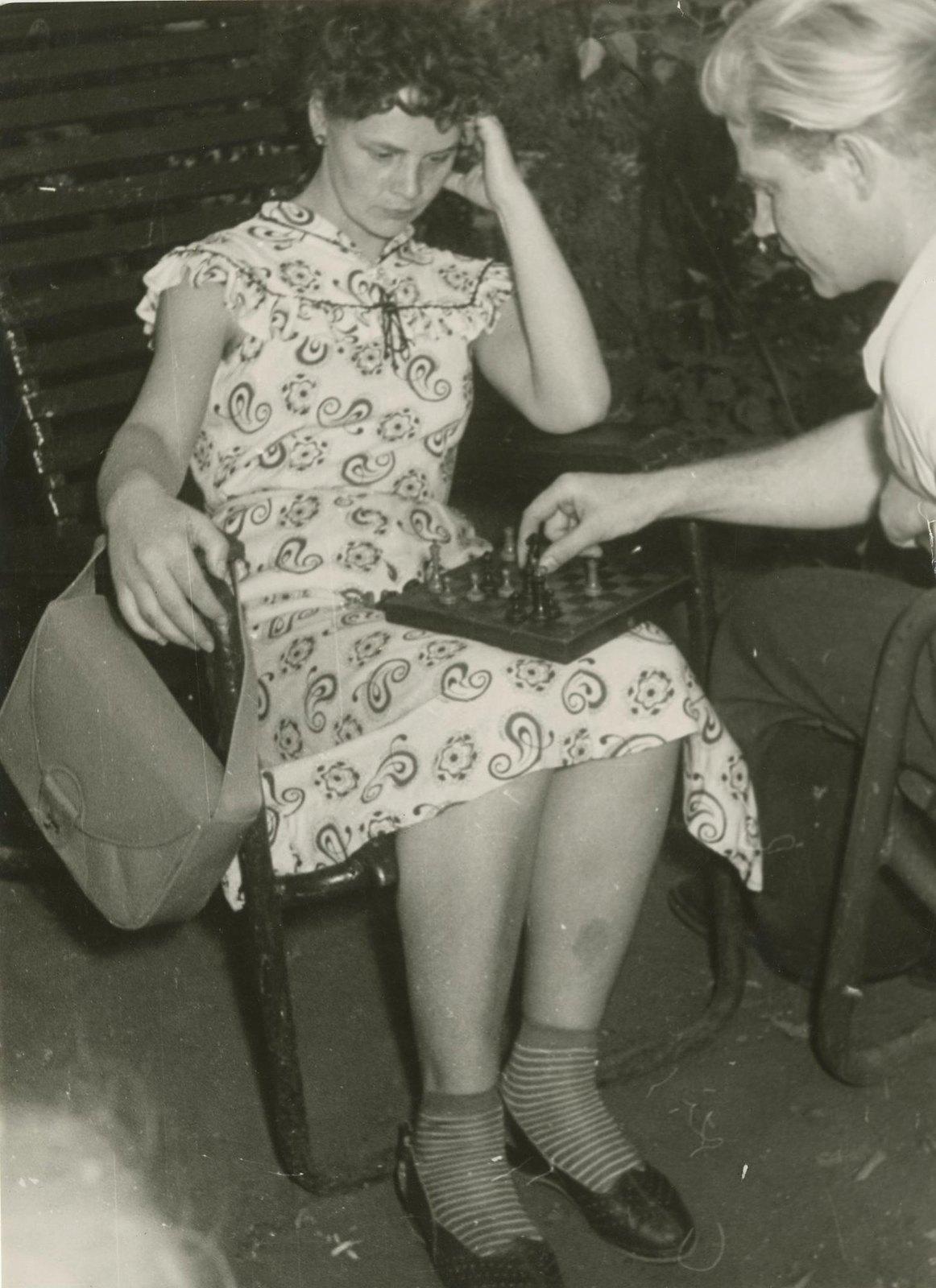 1940. В ЦПКиО перед войной. Смелый ход!