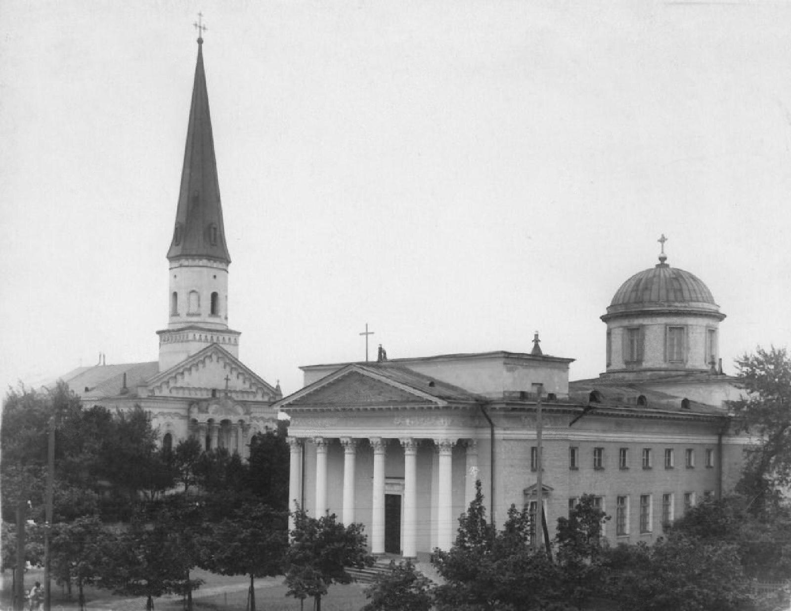 1898. Лютеранская церковь Св. Елизаветы и римско-католический костёл Св. Николая
