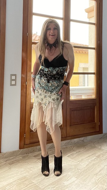 512. Colourful summer dress