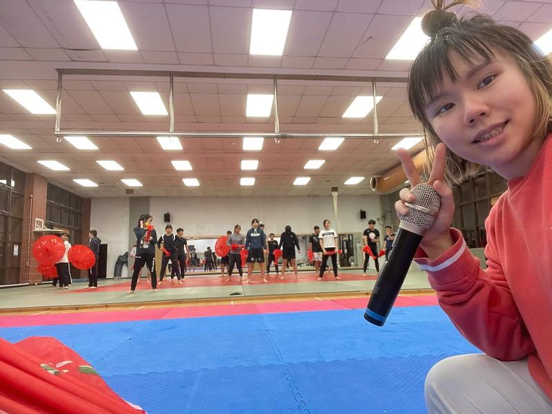 負責人鍾雅淇與勤奮練習的表演者。圖/鍾雅淇提供