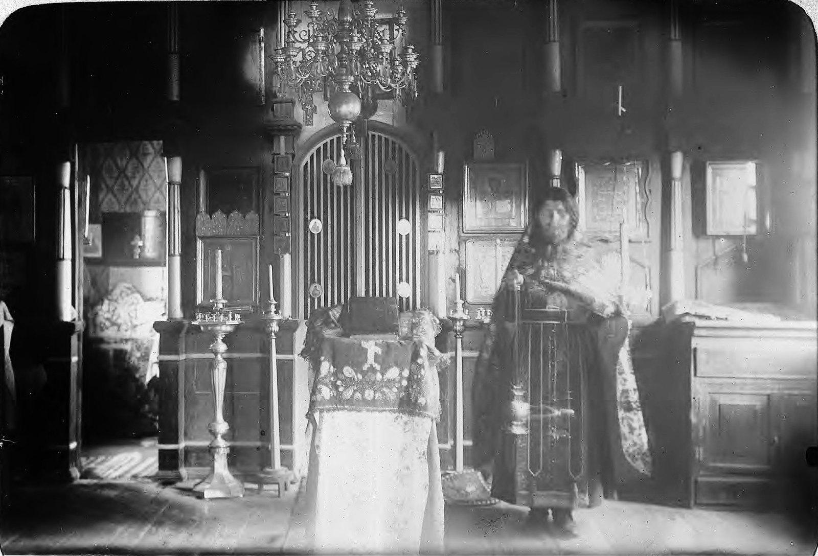 Якутск. Старообрядческий священник в церкви