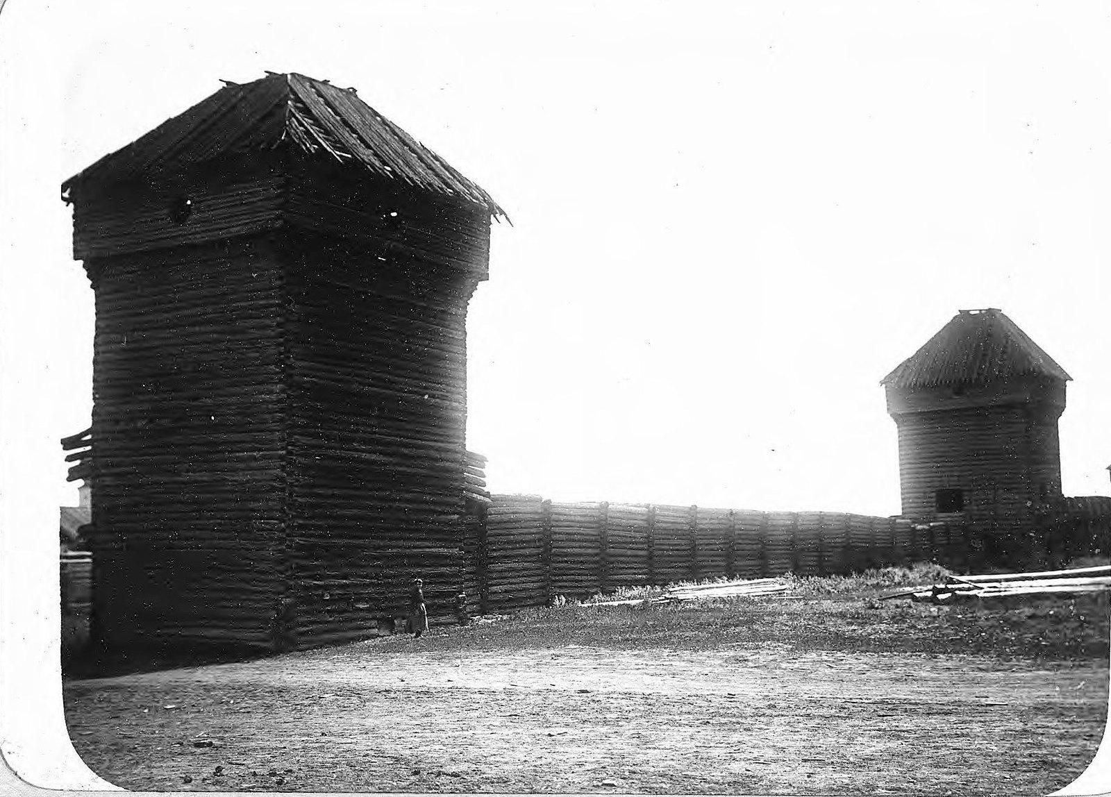 Якутск. Башни и остатки крепостной стены Якутского острога