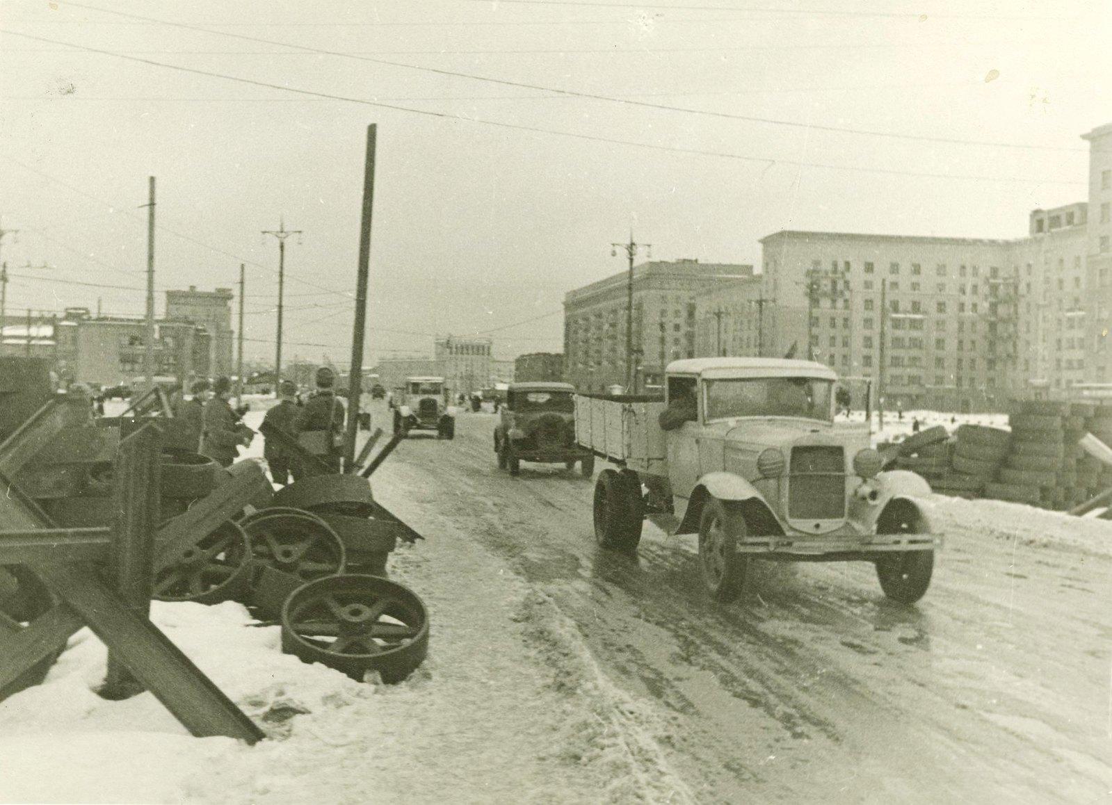 1941. Москва фронтовая. На Можайском шоссе у Кутузовской избы