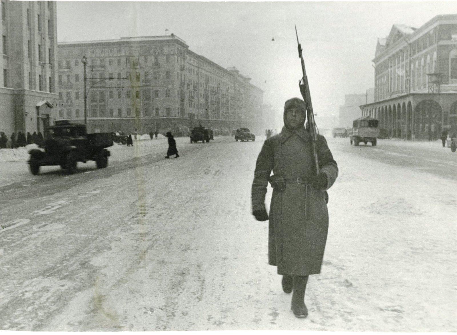 1941. Комендантский патруль у Моссовета