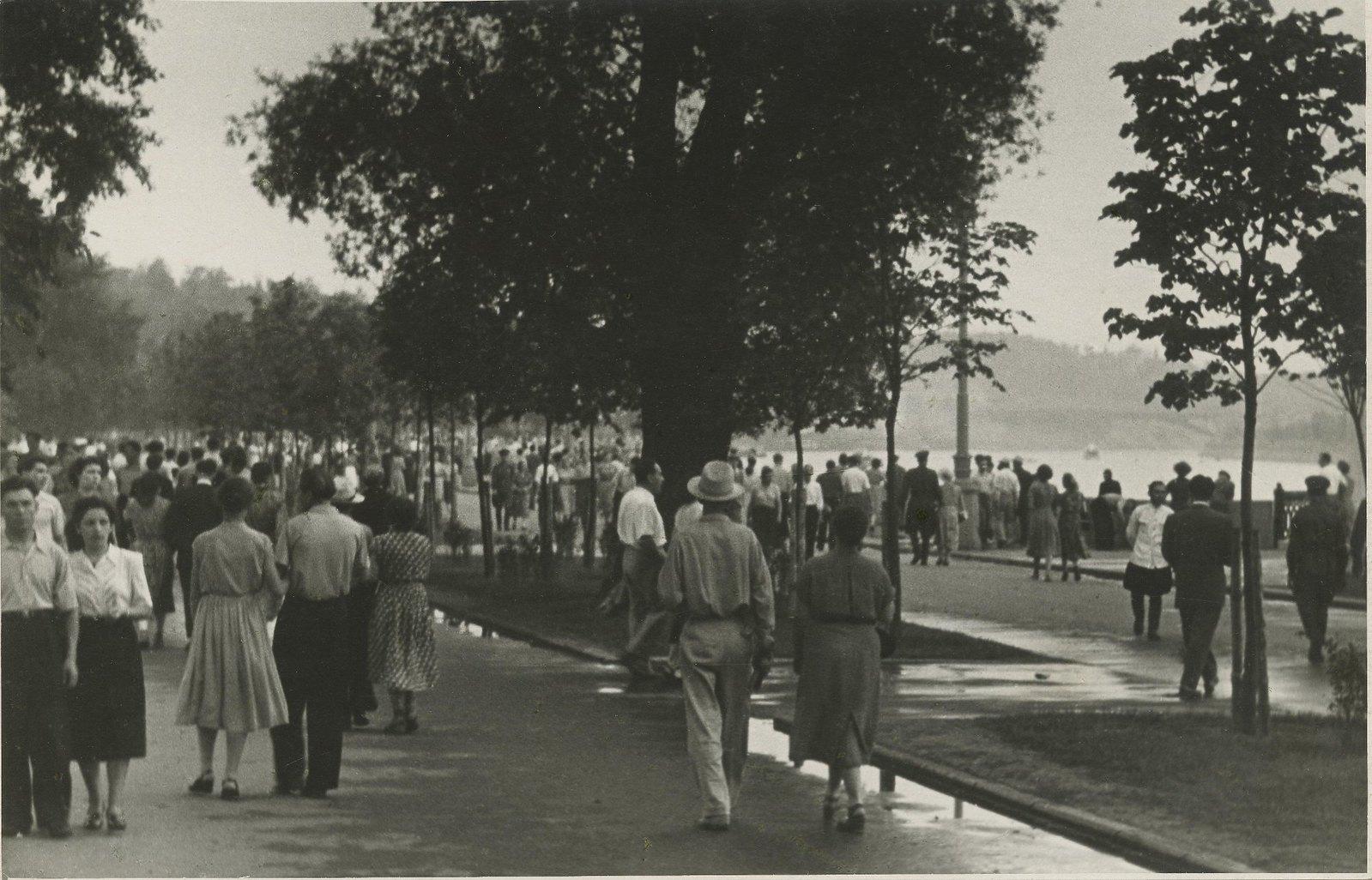 1940. В ЦПКиО перед войной.