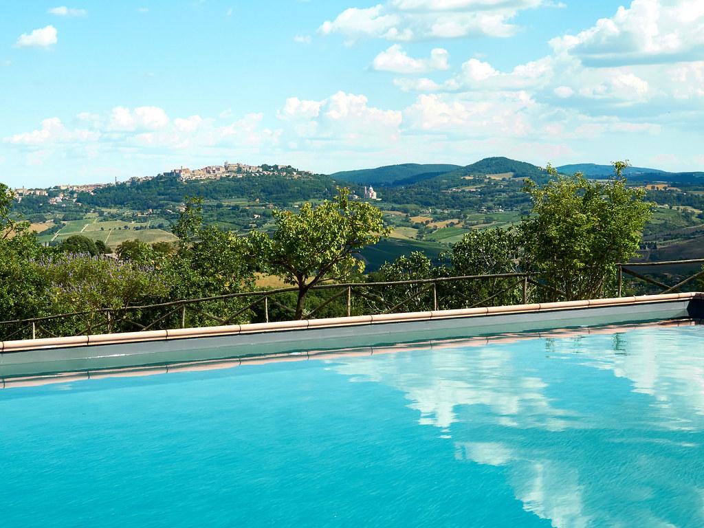Kuka haluaisi jo tähän altaaseen Toscanassa?