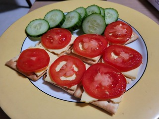 Sheese and Tomato Crackers