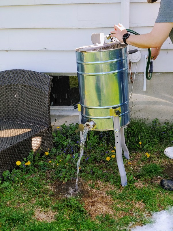 The new 2-frame honey extractor