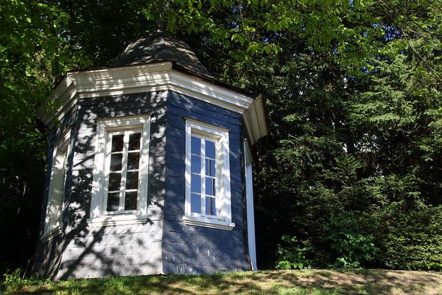 The pavilion (V)