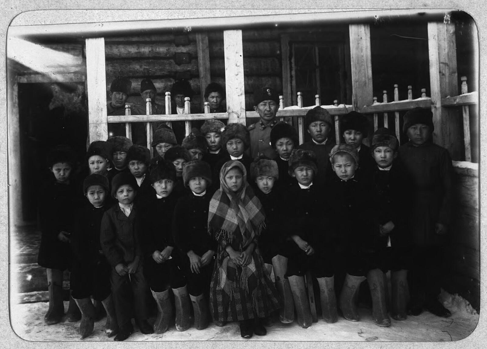 Якутск. Ученики приходской школы.