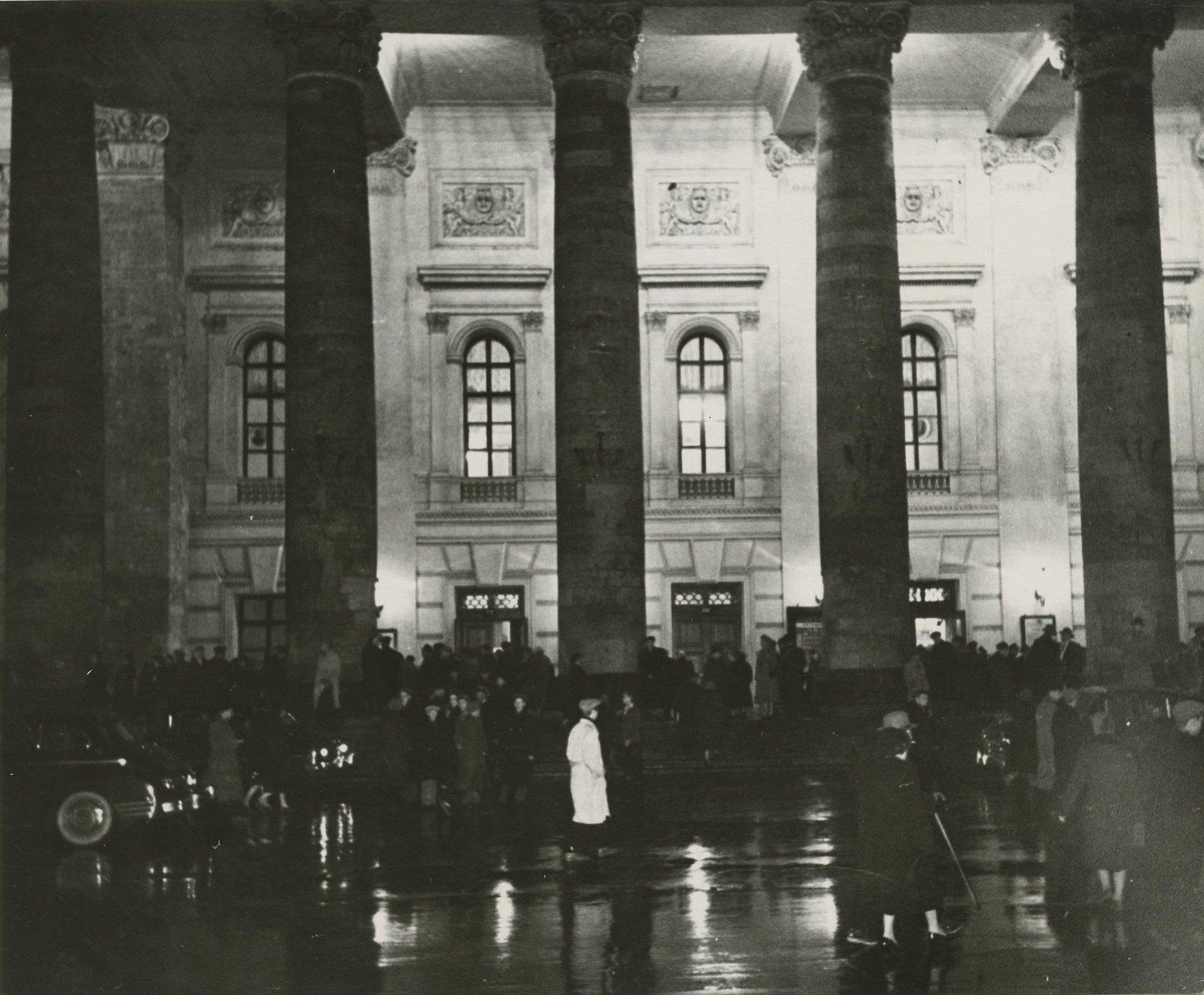 1946-1949. Вечером у Большого театра
