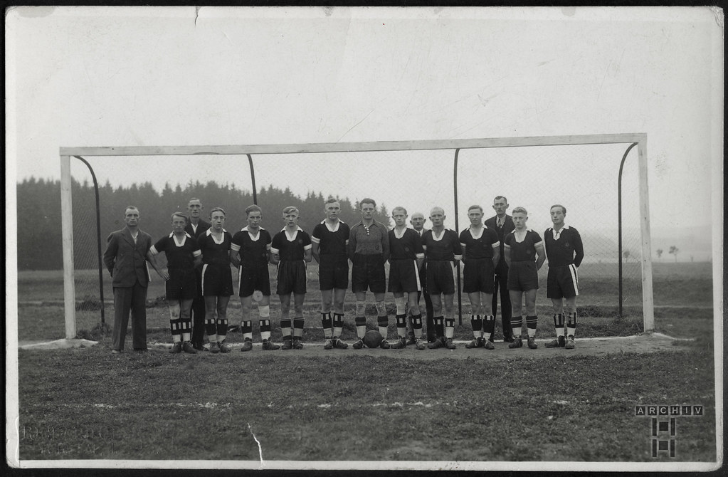 ArchivTappen233A943 Fußballmannschaft, Hof, 1930er