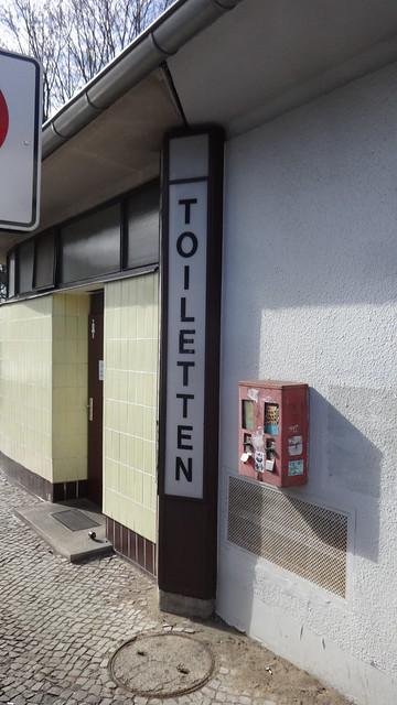 1955/58 Berlin-W. Außenleuchte BEWAG-Netzstation mit Kiosk und Toilettenhäuschen Residenzstraße/Am Schäfersee in 13409 Reinickendorf