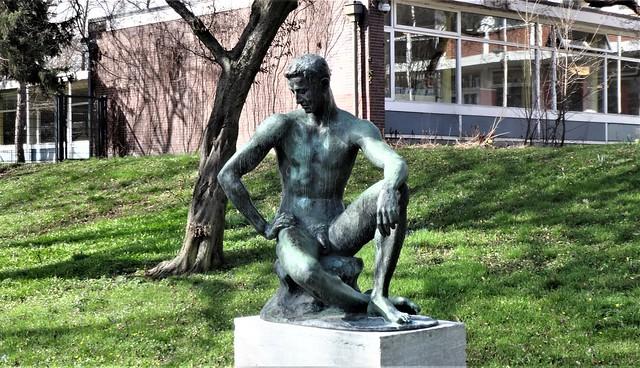 1925 Berlin Sitzender von Fritz Klimsch Bronze Schäferseepark Am Schwarzen Graben am Schäfersee südlich Stargardtstraße 11-13 in 13409 Reinickendorf