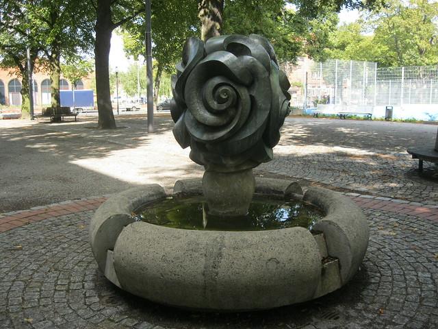 1983 Berlin-W. Brunnenplastik von Vera Krickhahn Bronze Letteplatz in 13409 Reinickendorf