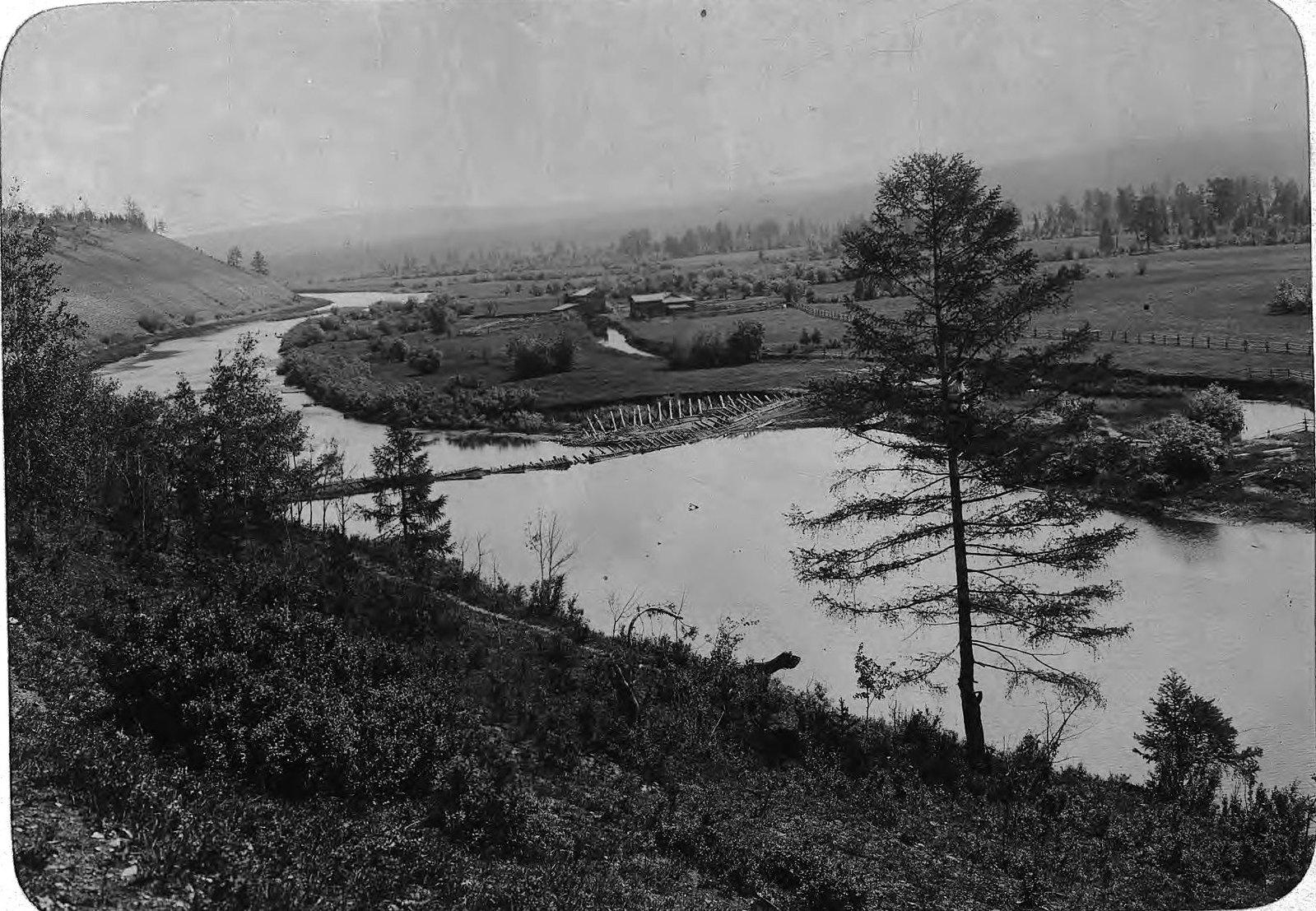 Запруда на реке