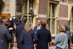 Hugo de Jonge geeft tekst en uitleg